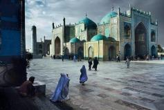 SALAT-AT-BLUE-MOSQUE-IN-MAZAR-E-SHARIF-1992-by-STEVE-MCCURRY-Born-1950-C400082